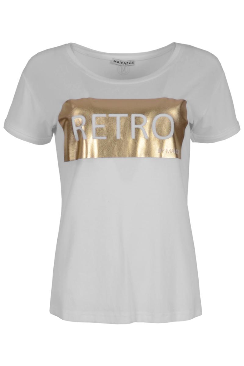 T-shirt Truly (zomercollectie 2021) is een shirt met korte mouwen gemaakt van een zachte viscose lycra kwaliteit. Het shirt heeft een ronde hals afgewerkt met een halsboord en dubbelgeslagen mouwzomen. Op het voorpand zit een mooie gouden print met de tekst 'RETRO'. Het achterpand van het shirt is iets langer. T-shirt Truly valt normaal qua maat en is te verkrijgen in het Black en White.    <ul> <li>T-shirt</li> <li>Gouden print Retro</li> <li>Korte mouw</li> <li>Ronde hals afgewerkt met halsboord</li> <li>Dubbelgeslagen mouwzomen</li> <li>Iets langer achterpand</li> <li>Model Truly</li> <li>Viscose lycra kwaliteit</li> <li>Valt normaal qua maat</li> <li>Te verkrijgen in het Black en White.</li> </ul>