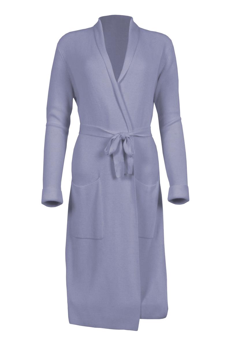 Vest Shai is een zacht fijn brei vest met ceintuur als sluiting in de taille en opgezette zakken. Het vest is knielang en heeft een mooi vallende sjaal kraag. Shai valt normaal qua maat en is verkrijgbaar in het Sky Blue, Offwhite en Sand.  <ul> <li>Mooi vallende sjaal kraag</li> <li>Ceintuur als sluiting in de taille</li> <li>Opgezette zakken</li> <li>Knielang vest</li> <li>Valt normaal qua maat</li> <li>Model Shai</li> <li>Verkrijgbaar in het Sky Blue, Offwhite en Sand</li> </ul>