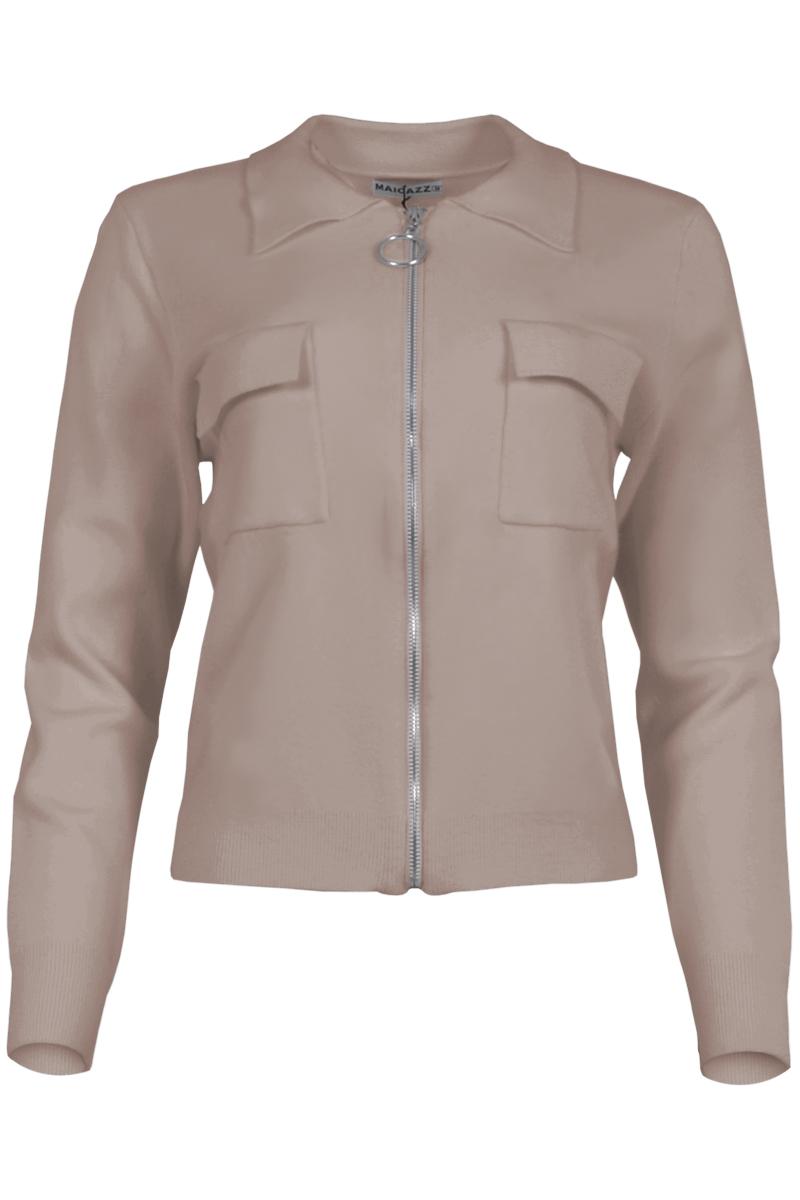 Vest Silke is een kort fijnbrei vest met een mooie puntige kraag. Silke heeft soepel vallende klepzakken op de borst. Ze heeft een zilverkleurige ritssluiting voor valt normaal qua maat. Het vest is verkrijgbaar in het Offwhite, Sky Blue, Black en Sand.    <ul> <li>Kort fijnbrei vest</li> <li>Mooie puntige kraag</li> <li>Soepel vallende klepzakken op de borst</li> <li>Ritssluiting middenvoor, zilverkleurige hardware</li> <li>Valt normaal qua maat</li> <li>Model Silke</li> <li>Verkrijgbaar in offwhite, sky blue, black en sand</li> </ul>