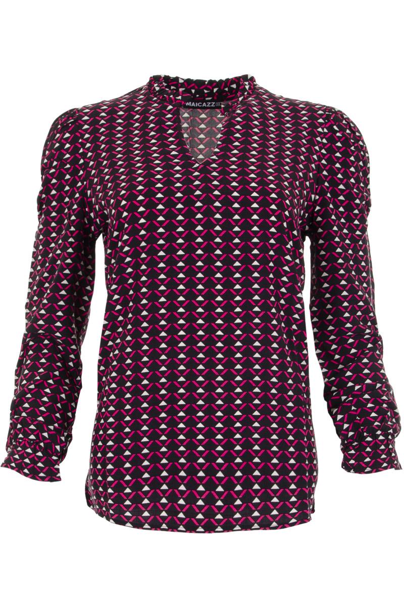 Blouse Sanell is een mooi vallende blouse met roeselkraag en open V-hals. Aan het uiteinde van de mouwen komt de roesel terug. Sanell is verkrijgbaar in de vrolijke patronen Fuchsia Triangle en Dots Off-white.    <ul> <li>Roeselkraag</li> <li>V-hals</li> <li>Roesel aan uiteinde van mouwen</li> <li>Valt normaal qua maat</li> <li>Model Sanell</li> <li>Verkrijgbaar in het Dots Off-white / black en Fuchsia Triangle</li> </ul>