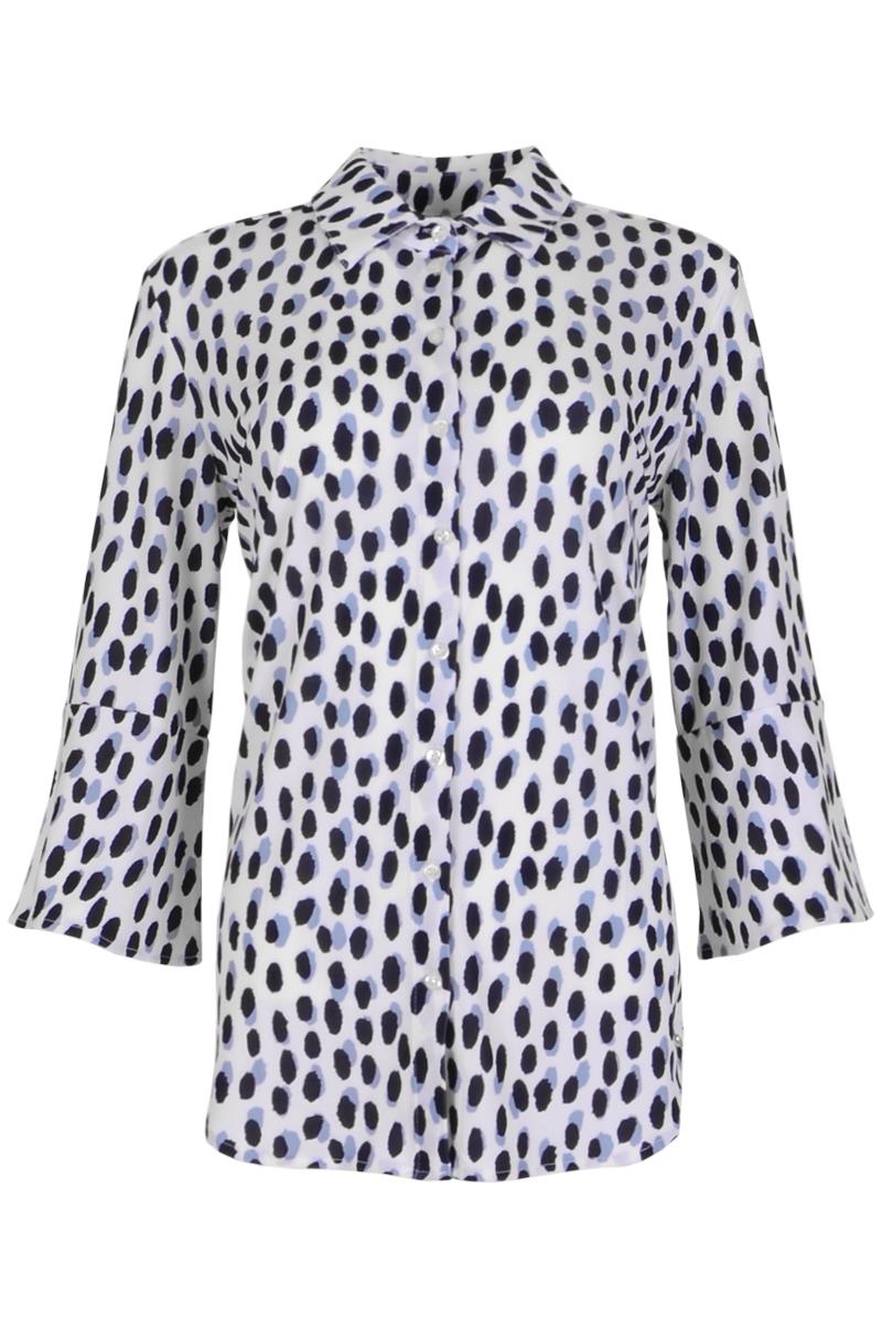 Blouse Garbi uit de zomercollectie 2021 is gemaakt van een comfortabele poly lycra Travel kwaliteit. De blouse heeft een puntkraag en een doorlopende knoopsluiting middenvoor. Garbi heeft flairmouwen wat het kledingstuk speels en elegant maakt. Blouse Garbi valt normaal qua maat en is te verkrijgen in de kleuren Freaky Sand en Safari Seagreen.  <ul> <li>Blouse</li> <li>Zomercollectie 2021</li> <li>Puntkraag</li> <li>Doorlopende knoopsluiting middenvoor</li> <li>Flairmouwen</li> <li>Model Garbi</li> <li>Valt normaal qua maat</li> <li>Te verkrijgen in het Freaky Sand en Safari Seagreen</li> </ul>