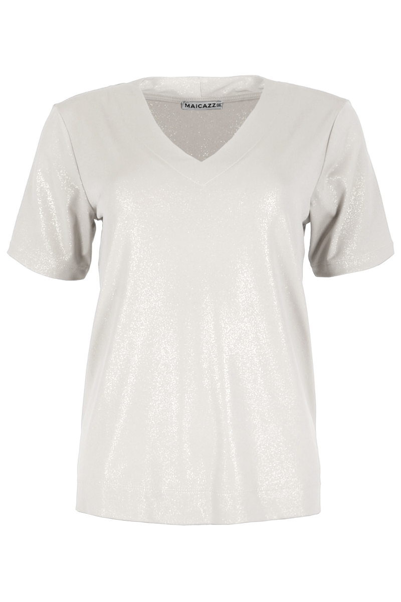 Vivian is een prachtig T-shirt gemaakt van Lurex Viscose kwaliteit. Het shirt heeft een V-hals afgewerkt met halsboord en korte aangeknipte mouwen. Vivian heeft mooi afgewerkte dubbel gestikte mouwen en zoom. Shirt Vivian valt normaal qua maat en is verkrijgbaar in het Gold Lurex en Offwhite Lurex. Maicazz herfstcollectie 2021.    <ul> <li>T-shirt</li> <li>V-hals afgewerkt met halsboord</li> <li>Korte aangeknipte mouwen</li> <li>Dubbelgeslagen en dubbelgestikte mouw en zoom</li> <li>Model VIVIAN</li> <li>Lurex Viscose kwaliteit</li> <li>Valt normaal qua maat</li> <li>Maicazz herfstcollectie 2021</li> <li>Te verkrijgen in het Gold Lurex en Offwhite Lurex</li> </ul>