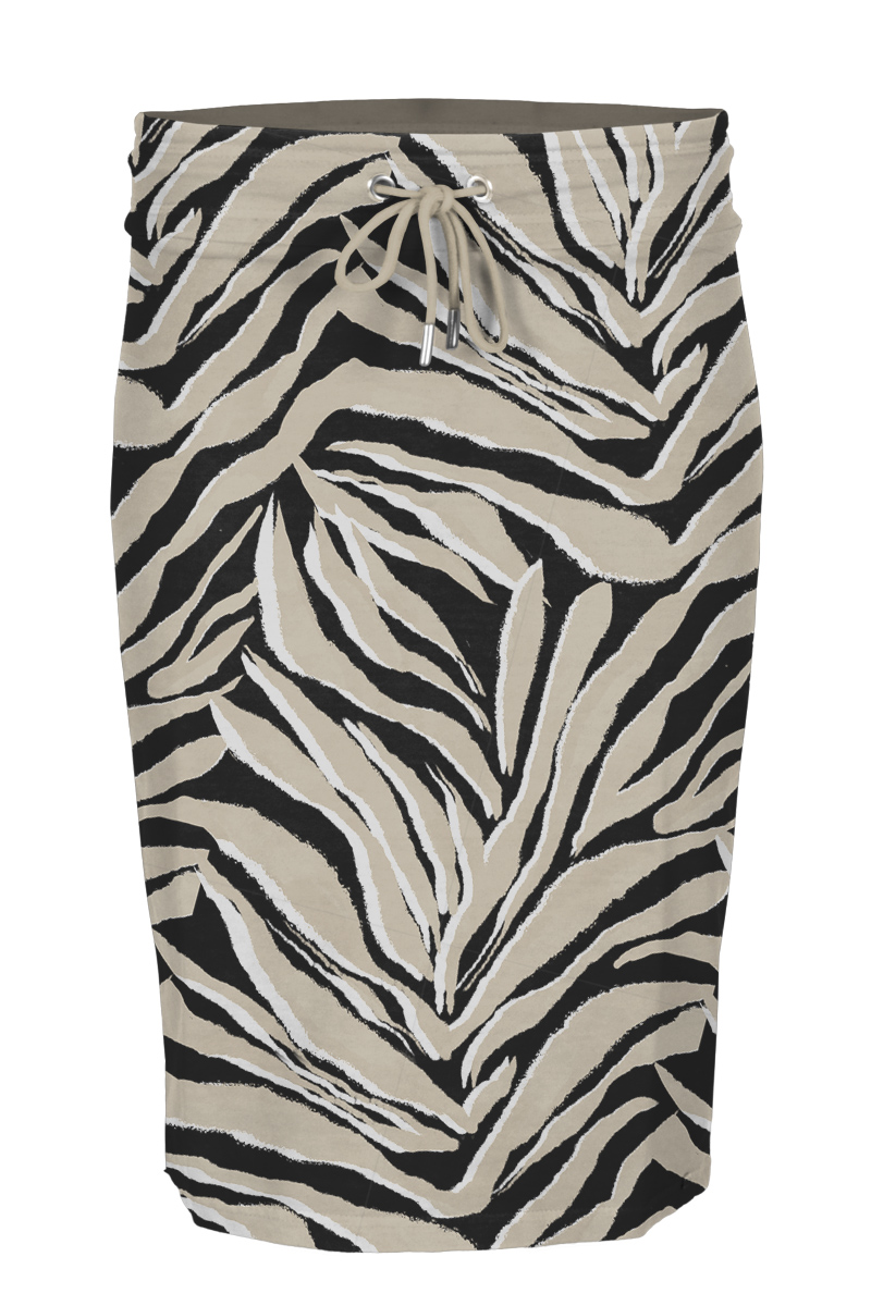 Rok Tristan is een mooie korte rok gemaakt van afgewassen french terry. De rok heeft een comfortabele brede tailleband met vetersluiting. Tristan valt normaal qua maat en is te verkrijgen in het Strawberry, Sand, Seagreen, Freaky Sand, Leaves Sand en Palm Seagreen.  <ul> <li>Korte rok</li> <li>Brede Tailleband</li> <li>Vetersluiting</li> <li>Poly Cotton Lycra kwaliteit</li> <li>Afgewassen french terry</li> <li>Model Tristan</li> <li>Valt normaal qua maat</li> <li>Te verkrijgen in het Strawberry, Sand, Seagreen, Freaky Sand, Leaves Sand en Palm Seagreen.</li> </ul>