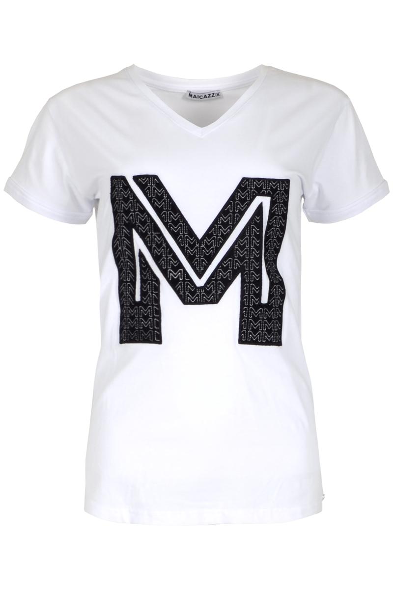 T-shirt Samantha is een licht getailleerd model t-shirt in zachte en comfortabele Cotton Lycra kwaliteit. Samantha heeft een iets afgeronde V-hals met mooi afgewerkte halsboord. Het t-shirt heeft korte mouwen en valt normaal qua maat. Ze is te vinden in de kleuren Lime, White, Light Blue en Black. In de versie met geborduurde M logo op de borst of een MCZZ aap print met opdruk.    <ul> <li>Iets afgeronde V-hals</li> <li>Mooi afgewerkte halsboord</li> <li>Licht getailleerd model</li> <li>Korte mouwen</li> <li>Zachte en comfortabele Cotton Lycra kwaliteit</li> <li>Ontworpen voor een semi aangesloten pasvorm</li> <li>Valt normaal qua maat</li> <li>Geborduurde M-logo op de borst of een MCZZ aap print opdruk</li> <li>Verkrijgbaar in het Lime, White, Light / Blue / Monkey, Black en White / Monkey Black</li> </ul>