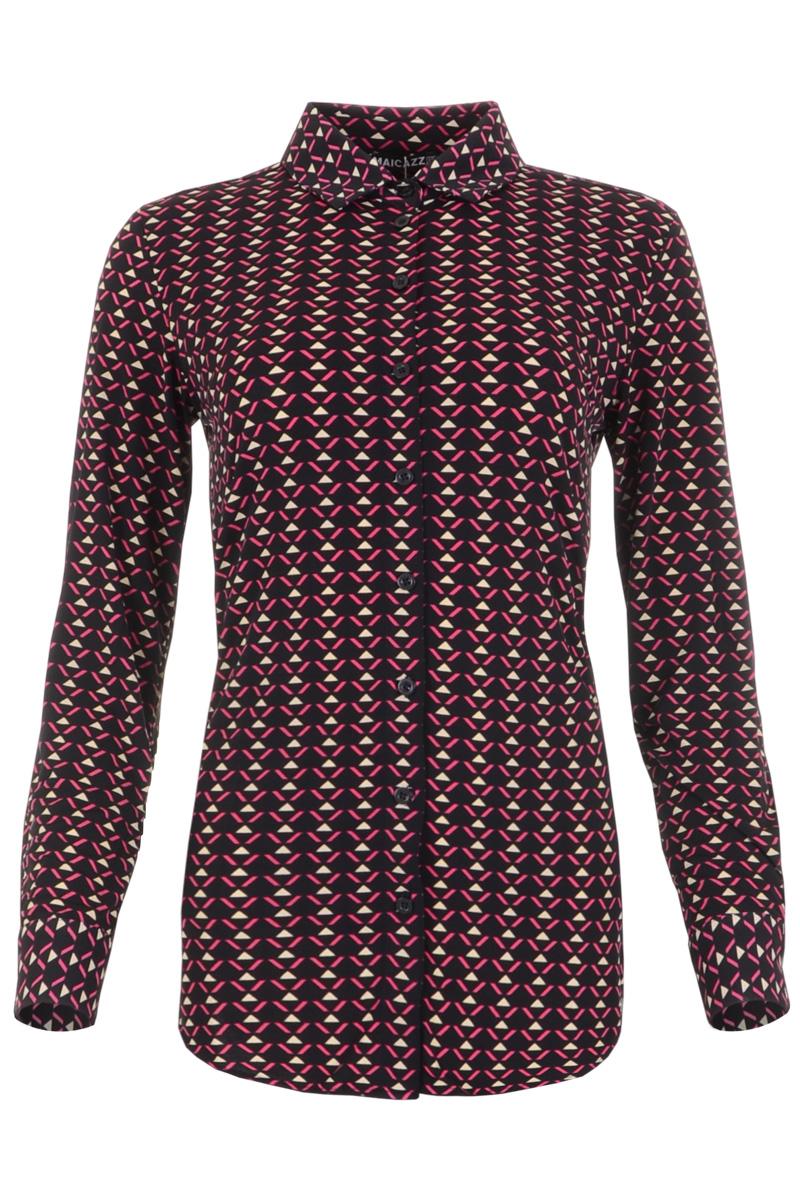 Blouse Garbi is een basic blouse in Poly Lycra kwaliteit. De blouse heeft een puntkraag en een gedeeltelijke knoopsluiting middenvoor. Garbi heeft lange mouwen en manchetten met enkele knoop. Blouse Garbi valt normaal qua maat en is verkrijgbaar in het Sky Blue, Monkey, People, Black Leaf, Fuchsia, Fuchsia Triangle en Leaf Blue.  <ul> <li>Puntkraag</li> <li>Gedeeltelijke knoopsluiting middenvoor</li> <li>Lange mouwen</li> <li>Manchetten met enkele knoop</li> <li>Valt normaal qua maat</li> <li>Model Garbi</li> <li>Te verkrijgen in het Sky Blue, Monkey, People, Black Leaf, Fuchsia, Fuchsia Triangle en Leaf Blue.</li> </ul>
