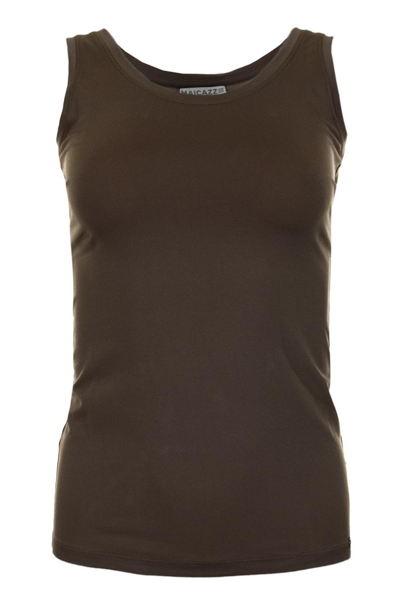 Top Roma is een prachtige basic, mouwloze top. De top heeft een ronde hals en draagt erg comfortabel dankzij het aandeel stretch. Roma valt normaal qua maat en is verkrijgbaar in de kleuren White, Offwhite, Black, Sand, Lost Lagoon en Mossy Meadow. Top Roma is goed te dragen onder een blouse of blazer. Een goede basic heb je nooit teveel.    <ul> <li>Mouwloze top</li> <li>Ronde hals</li> <li>Heerlijke stof met veel stretch</li> <li>Valt normaal qua maat</li> <li>Draagt super comfortabel</li> <li>Te verkrijgen in het White, Offwhite, Black, Navy, Sand, Lost Lagoon en Mossy Meadow</li> </ul>    <blockquote> Tip: Goed te dragen onder blouse of blazer </blockquote>