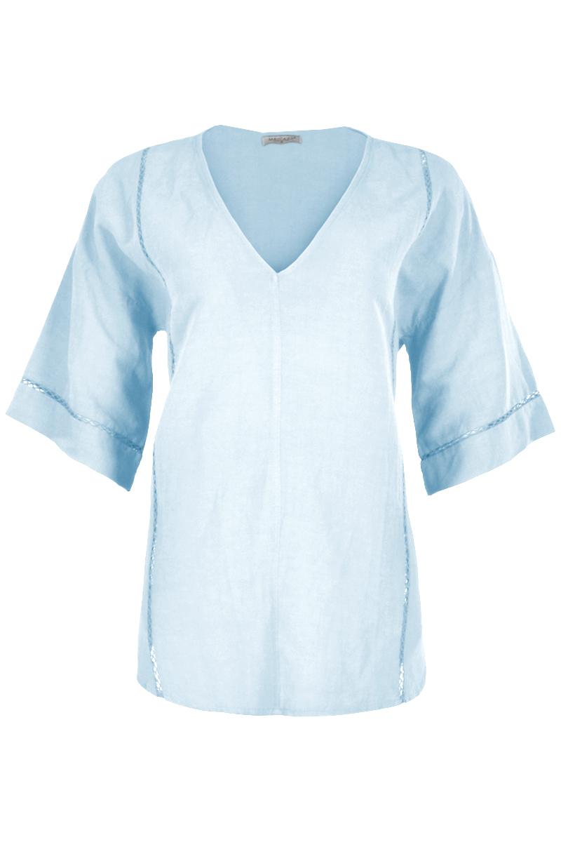 Ruime vallende blouse  met korte mouwen. De blouse is afgewerkt met sierlijke kanten band