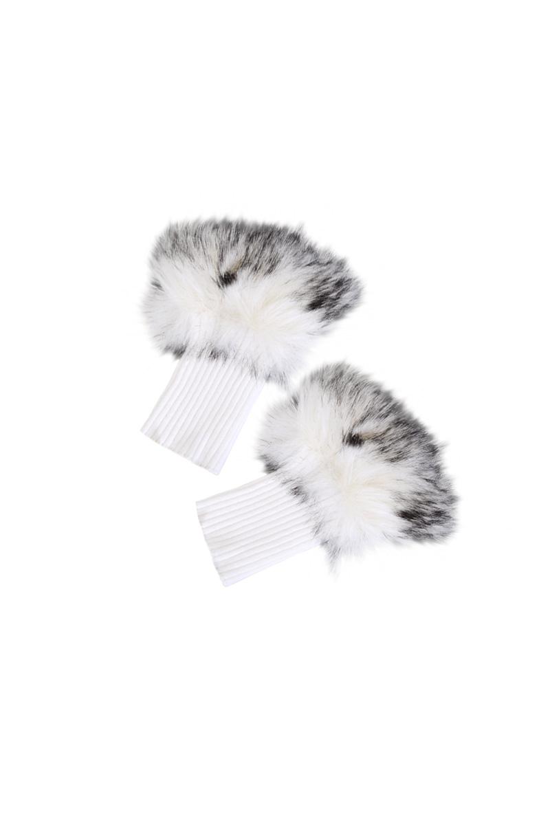De zachte fur gebreide handschoenen Vonjo, zonder vingers, passen bij trui Vemba. De handschoenen hebben een duimgat in de ribbrei en rondom de knokkels worden je vingers heerlijk warmgehouden door het nep bont. De Maicazz handschoenen zijn te verkrijgen in maatje one size en de kleuren Sahara Sand en Warm White.   Zizo herfstcollectie 2021  <ul> <li>Gebreide handschoenen</li> <li>Zonder vingers</li> <li>Passend bij trui Vemba</li> <li>Nepbont</li> <li>Perfect voor in de winter</li> <li>Model Vonjo</li> <li>One Size</li> <li>Valt normaal qua maat</li> <li>Polyamide Nylon kwaiteit</li> <li>Zizo herfstcollectie 2021</li> <li>Te verkrijgen in het Sahara Sand en Warm White</li> </ul>