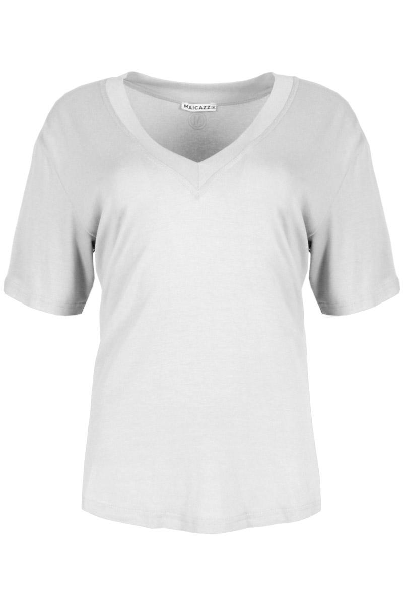 T-shirt Tenley is een stoer shirt met korte mouwen. Het shirt heeft een V-hals dat is afgewerkt met mooie halsboord. Ze is effen gekleurd met gouden opdruk. Shirt Tenley valt normaal qua maat en is te verkrijgen in het Seagreen, Strawberry, Soft Pink en offwhite.    <ul> <li>Effen met gouden opdruk</li> <li>Korte mouw</li> <li>V-hals afgewerkt met mooie halsboord</li> <li>Valt normaal qua maat</li> <li>Te verkrijgen in het Seagreen, Strawberry, Soft Pink, Offwhite</li> </ul>